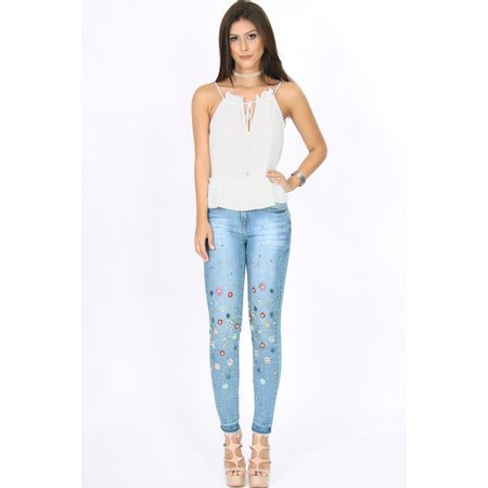 Calça Skinny Jeans Com Barra A Fio Bordado Flores