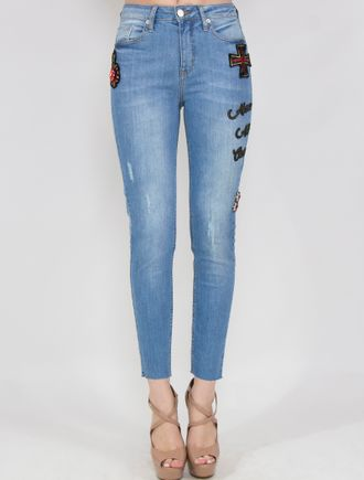 Calca-Jeans-Skinny-Com-Patchs-E-Broches