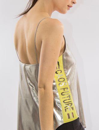 Blusa-Metalizada-Com-Fenda-Lateral-E-Adesivo