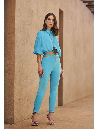 Conjunto-Camisa-E-Calca-Com-Abertura-No-Cos-Azul-Piscina